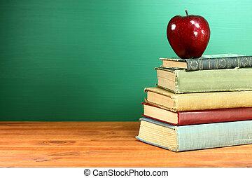 lavagna, libri scuola, mela, indietro