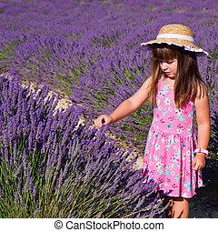 lavande, renifler, champ, sourire, fleurs, girl