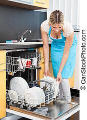 lavapiatti, donna, mettere, piatti