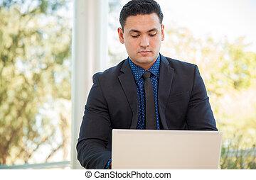 lavorando, uno, computer portatile
