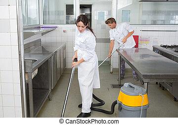 lavorante, pulizia, cucina, pavimento