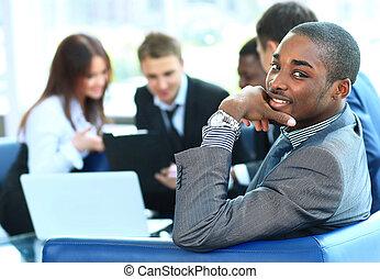 lavorativo, affari, americano, fondo, africano, ritratto, uomo sorridente, funzionari