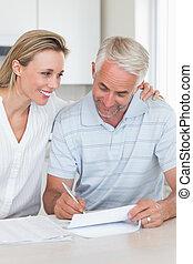lavorativo, coppia, loro, felice, finanze, fuori