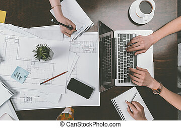 lavorativo, legno, laptop, raccolto, tabletop, workspace, notepads, donne affari, vista