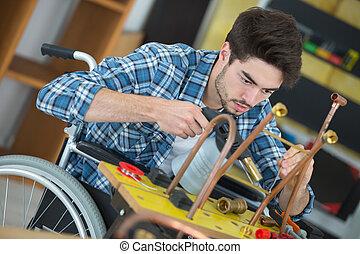 lavorativo, manuale, carrozzella, lavoratore, tubi metallo