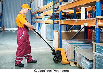 lavoratore, con, forchetta, camion pallet