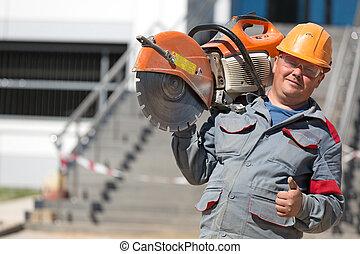 lavoratore costruzione, con, benzina, disco, tagliatore