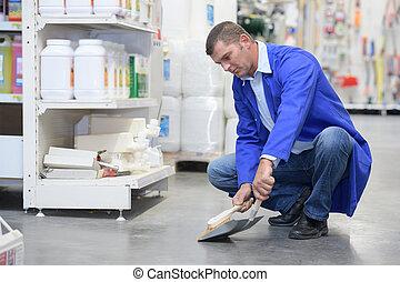 lavoratore, in, protettivo, tuta, pulizia, pavimento, in, uno, negozio