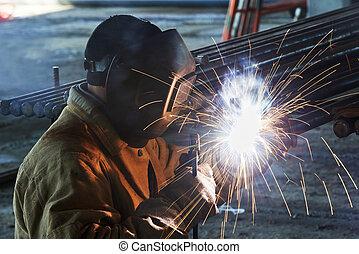 lavoratore, saldatura, con, elettrico, arco, elettrodo