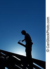 lavoratore, su, il, struttura tetto, in, controluce