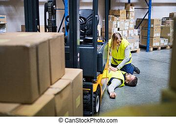lavoratori negozio ingrosso, incidente, secondo, warehouse.