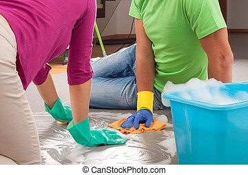 lavori domestici, associazione