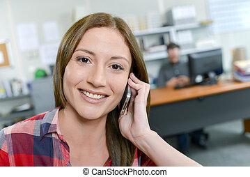 lavoro, durante, presa, donna, chiamata