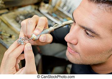 lavoro, gioielliere