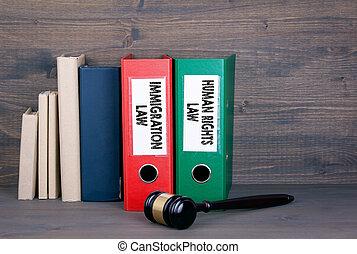 law., concept, droits, justice, immigration, bois, livres, arrière-plan., humain, marteau, droit & loi