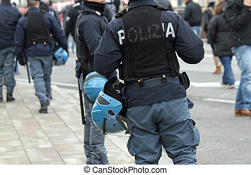 law enforcement during the protest - massive deployment of...