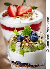 Layered cream desserts - Healthy layered cream desserts with...