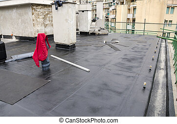 laying of waterproofing sheathing and insulation on a roof