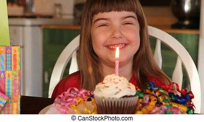 leány, és, születésnap, cupcake