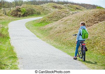leány, bicikli, liget