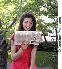 leány, felolvas, újság
