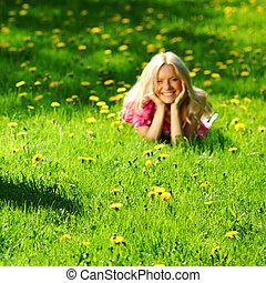 leány, képben látható, gyermekláncfű, mező