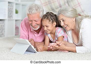 leány, tabletta, nagyszülők, használ, neki