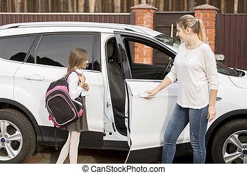 leçons, école, fille, voiture, prendre, après, mère, maison