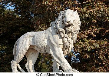 león, escultura, en, el, luxemburgo, jardín, en, paris., francia
