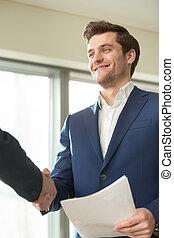 le, finansiell, konsulent, handshaking, med, klient