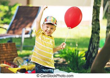 le, pojke, med, röd ballong