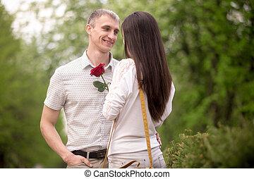 le, ung man, ge sig, blomma