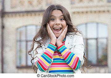 le, urban, behaglig, liten, frisyr, begrepp, flicka, underbar, förtjusande, bakgrund, överraskning