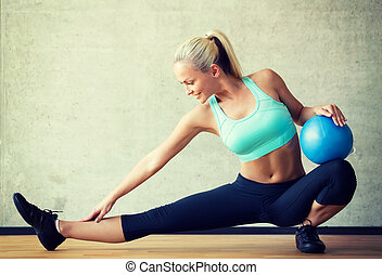 le womanen, med, övning kula, in, gymnastiksal