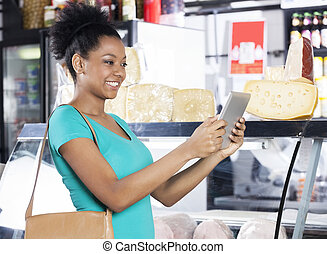 lebensmittelgeschäft, frau, Tablette, Besitz,  digital, kaufmannsladen