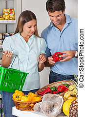 lebensmittelgeschäft, gemuese, kaufmannsladen, paar, kaufen