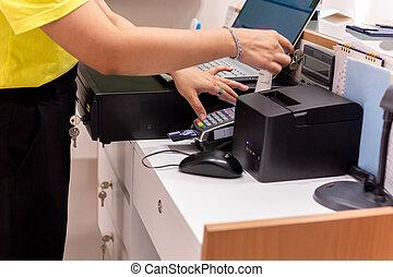 lector, tarjeta, service., mostrador, toma, recibo, credito, mano