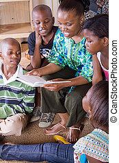 lectura, niños, ella, madre