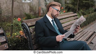 lecture, banc, homme affaires, journal, séance
