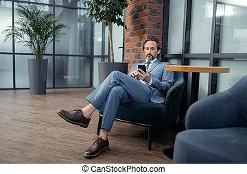 lecture, complet, téléphone, porter, gris, sien, e-mail, homme affaires
