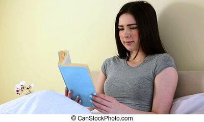 lecture, femme, lit
