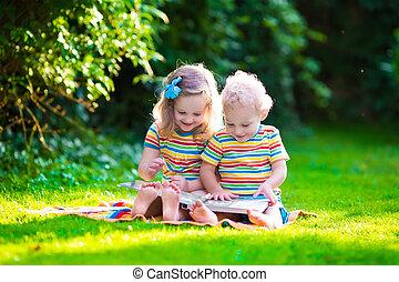 lecture, gosses été, jardin, deux