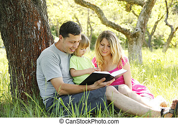 lecture, jeune famille, bible