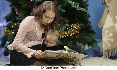lecture, peu, livre, girl, mère