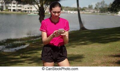lecture, rigolote, smartphone, message, folâtre, femme
