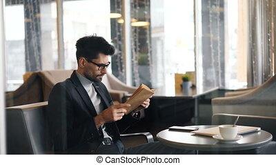 lecture, tourner, séance, livre, seul, homme affaires, café,...