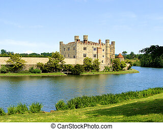 Leeds Castle, England - View of Leeds Castle behind its...