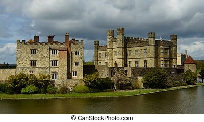 Leeds Castle - Panoramic time-lapse of Leeds Castle with...