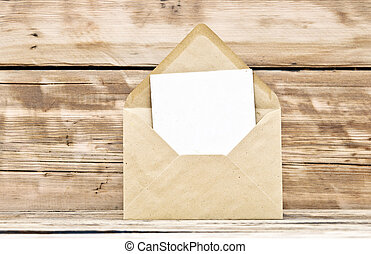 leeg, postkaart, en, enveloppe, op, oud, houten, achtergrond