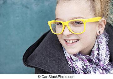 leende flicka, med, glasögon